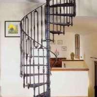 Чугунные винтовые лестницы итальянской компании