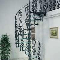 Винтовые лестницы из стекла и чугуна.